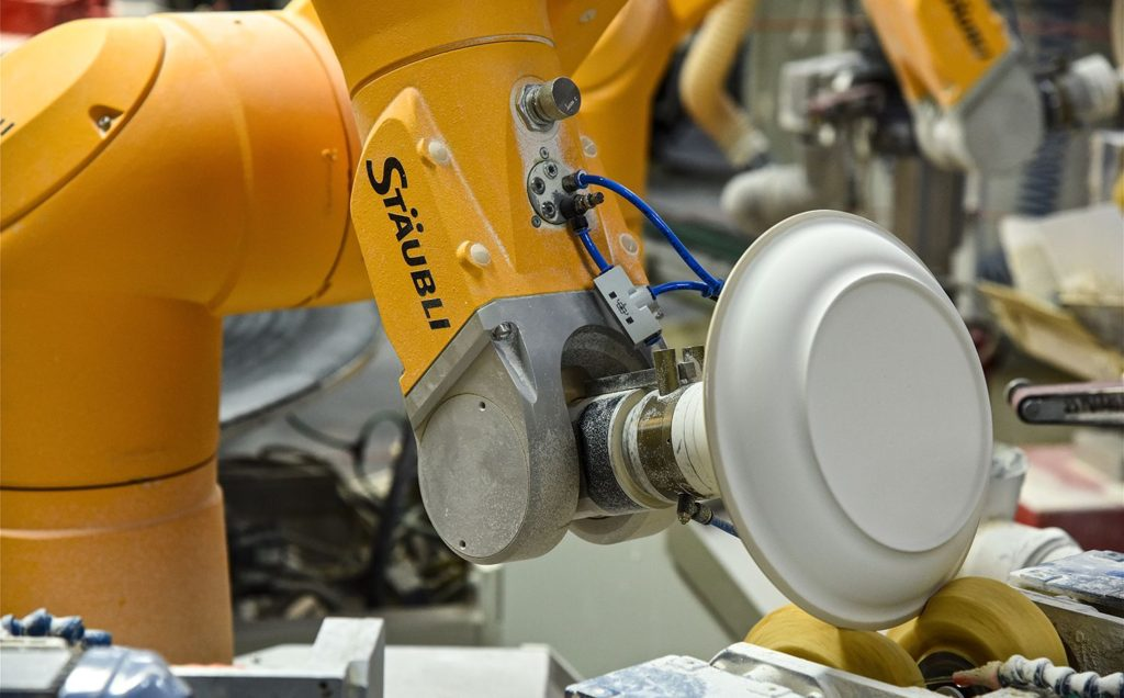 Stäubli TX90 indusrial robot in porcelain production