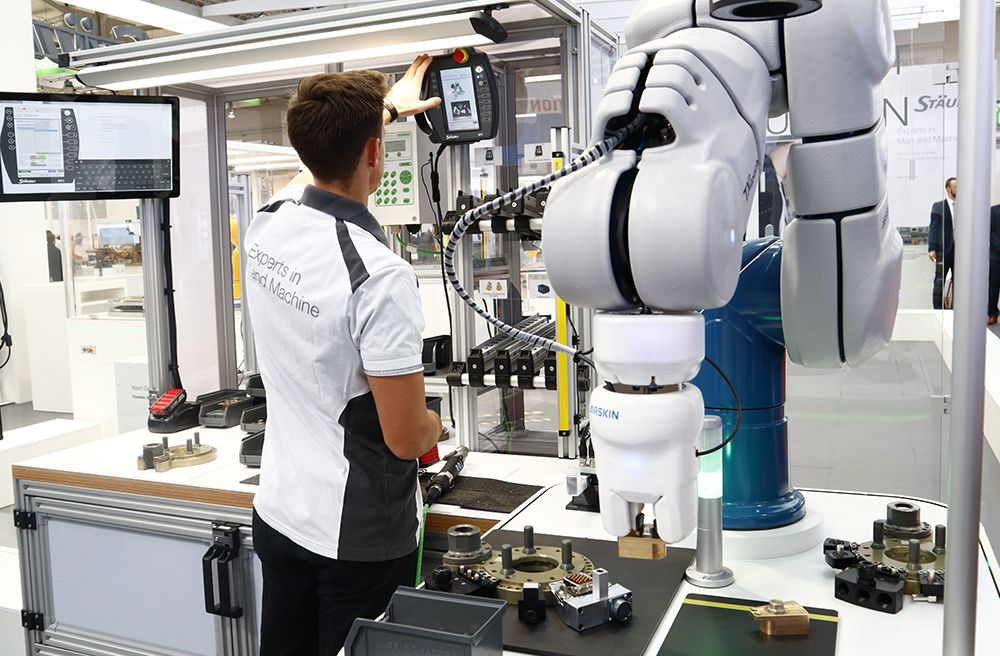 Stäubli TX2touch collaborative robot at HMI
